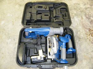 2 CORDLESS SAWS AND FLASHLIGHT SET (NEEDS BATTERY)