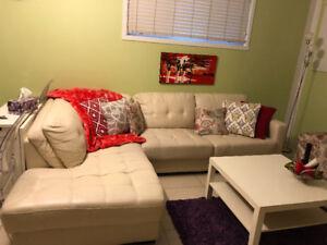 Canape sectionnel en faux cuir / Faux leather sectional sofa