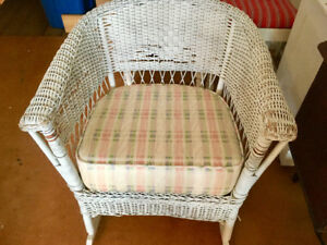 White wicker chair with plaid seat