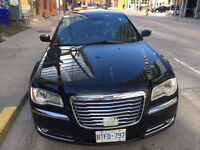 2013 Chrysler limousine 300-Series Sedan 13,800$