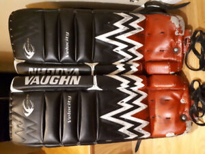 VAUGHN VELOCITY YOUTH GOALIE PADS SIZE 28 PLUS 1