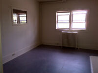 Large 5 Bedroom - Great for Students - 8 Month Lease - INCLUSIVE