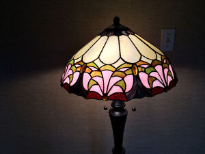 Tiffany-Style Floor Lamp with Stained Glass Shade