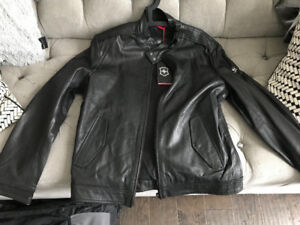 Fs: Victorinox leather jacket size M