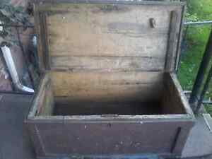 Large vintage  shipping crate