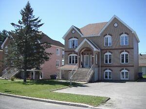 Logement 5 1/2 style condo à Lafontaine