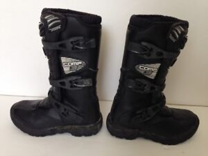 FOX COMP 3 YOUTH SIZE Y2 OFFROAD BOOTS (Worth $178.45 Retail)