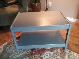 WOODEN COFFEE/ END TABLE
