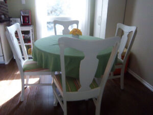 Table and chair set London Ontario image 1