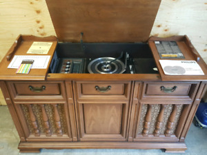 Vintage Maple Philips Record Player