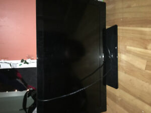"Beautiful 32"" Sony BRAVIA LCD, comes with remote."