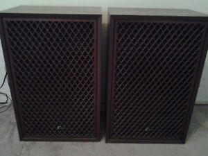 Sansui SP-1200A - Vintage Stereo Speakers in Very Good condition