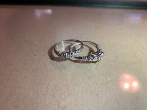 Baroque engagement ring and wedding band