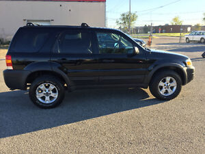2005 Ford Escape xlt SUV, Crossover London Ontario image 3