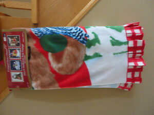Holiday theme printed fleece throw blanket New with tags