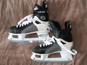 JR. HOCKEY EQUIPMENT : Size 7½ CCM Tacks Skates,Pants,Pads