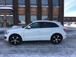 "Audi Q5 2011 2.0L avec MAGS 20""+ PNEUS ETE HIVER"