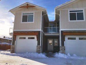 Short Term Rental Only, New! Summerland Townhouse