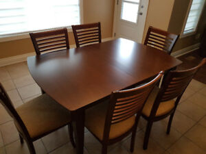 Kitchen table and chairs - Solid wood
