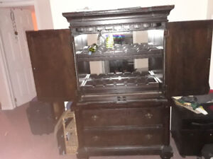 Wine glass and bottle rack cabinet