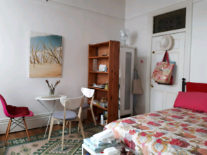 self contained studio in Paddington from April 1st to Nov.30th
