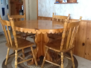 Solid pine pedestal table with 4 chairs