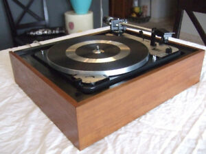 Beautiful fully restored Dual 1009F vintage automatic turntable