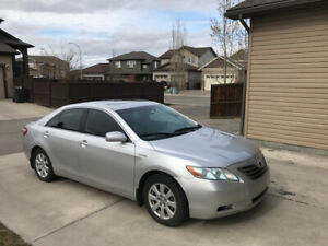 Toyota Camry Hybrid - Clean