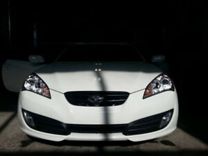 2011 Genesis Coupe 2.0T Premium 6 spd - Summer Driven, LOW kms