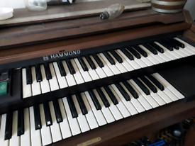 Hammond organ player 1920