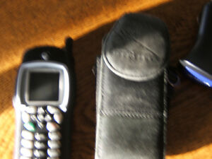 i355 TELUS MIKE CELL -PHONE WITH CHARGER AND BLK. LEATHER CASE Kingston Kingston Area image 1
