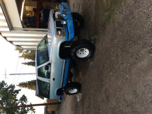 """1993 GMC Yukon solid axle swapped 35"""" boggers"""