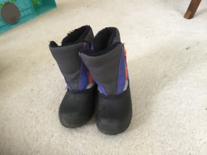 Kid's Size 8 Winter Boots