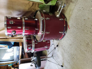 Westbury starter 5 piece drum set .