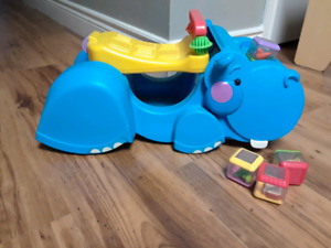 Hippo sit and push toy