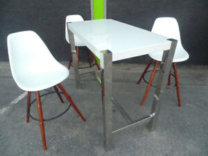 White/Chrome Bar Height Table With 3 Chairs (Trail)