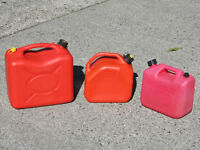 Portable fuel containers