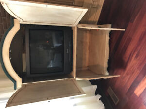 Pine hutch with removable shelf