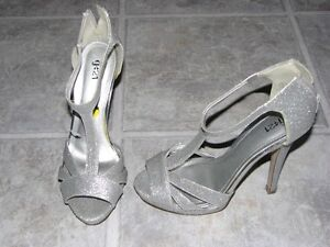 BRAND NEW - Ladies size 7