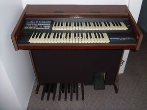 Electronic Rolled Top Organ Peterborough Peterborough Area image 1