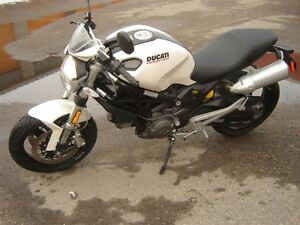 2009   Ducati Monster 696 HAS A  FEW  NICKS  & SCRATCHES