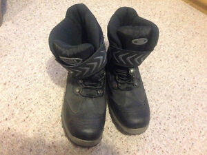 Black Cougar Winter boots - mens size 7