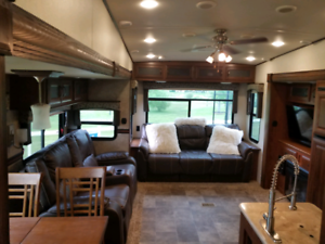 Sabre 5th Wheel Luxury 2015 Save Over $25,000