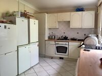 HUGE SIZE SINGLE ROOM WITH DOUBLE BED...£115 pw(bills inc)