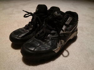 Rawlings Baseball Shoes - Junior size 6