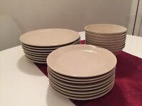 Beige plates (3 x 8 pieces)