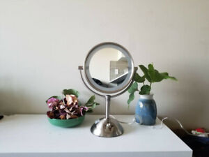 Makeup Mirrors with LED light (4 Settings) Double-sided