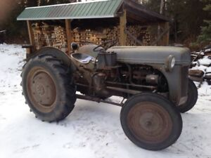 Ford Tractor - 1947 - Model 2N