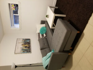 Looking for female roommate *metrotown *