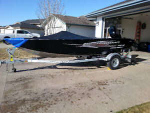 Princecraft Holiday DLX 60HP - one owner